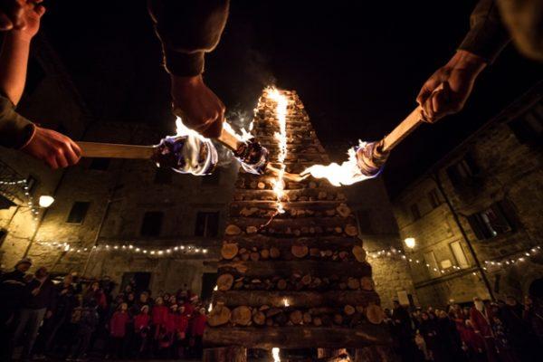 Fiaccole di Natale, la tradizione di Abbadia San Salvatore