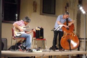 Jazz: Giulio Stracciati alla chitarra e Ares Tavolazzi al contrabbasso