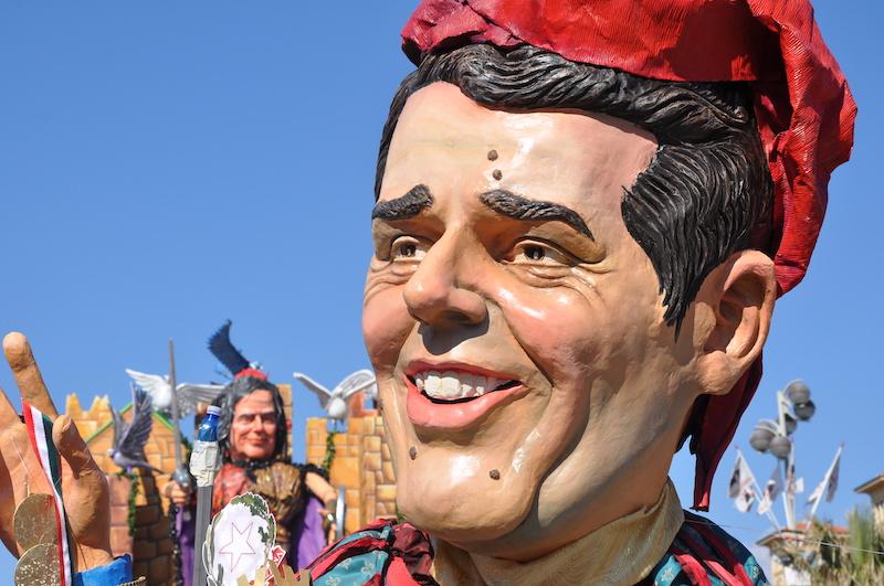 Carri in sfilata al Carnevale di Viareggio